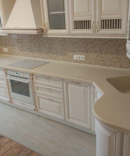 Песочная Г-образная столешница для кухни